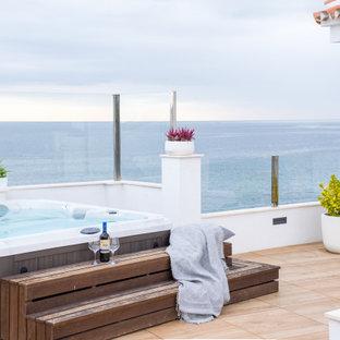 Ejemplo de piscinas y jacuzzis contemporáneos, rectangulares, en azotea