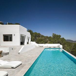 バルセロナの大きい長方形地中海スタイルのおしゃれなプールの写真