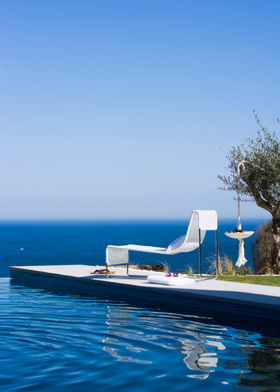Mediterranean Swimming Pool & Hot Tub by Masfotogenica Interiorismo