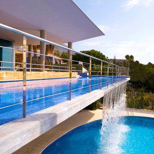 Imagen de piscina con fuente infinita mediterránea