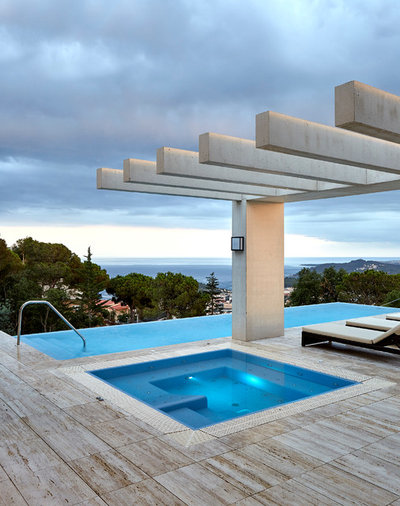Contemporary Pool by Piramide Grup