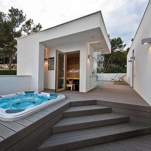 Idee per una piccola piscina fuori terra contemporanea rettangolare in cortile con una vasca idromassaggio e pedane