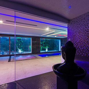 Immagine di una piscina coperta minimal