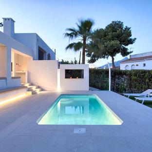 Modelo de casa de la piscina y piscina alargada, costera, pequeña, rectangular