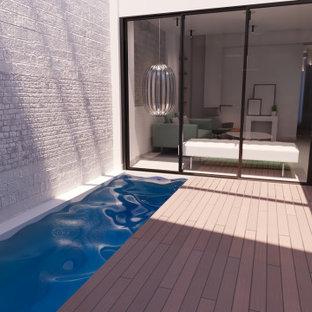 Ispirazione per una piccola piscina coperta monocorsia minimalista rettangolare con pedane