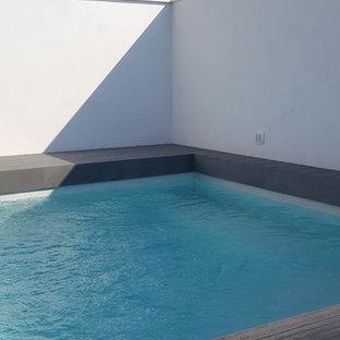 Esempio di una piscina moderna