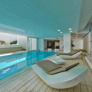 Idee per una piscina coperta minimalista rettangolare con pedane