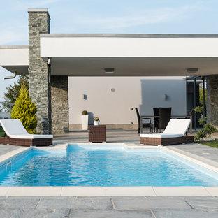Ispirazione per una grande piscina monocorsia chic rettangolare dietro casa