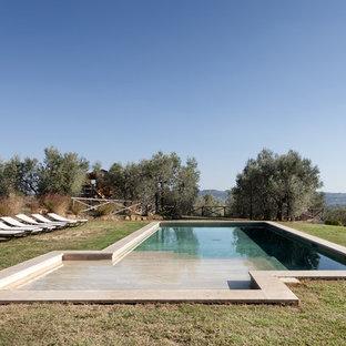 Foto di una piscina monocorsia in campagna personalizzata dietro casa