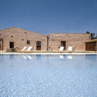 カターニア/パルレモの巨大なカントリー風おしゃれな中庭プールの写真