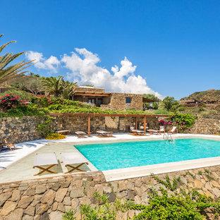 Idee per una piscina monocorsia stile marinaro rettangolare dietro casa