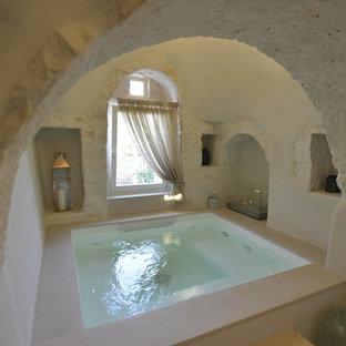 バーリの小さい長方形地中海スタイルのおしゃれなプールの写真