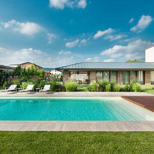 Foto di una grande piscina contemporanea rettangolare con pedane