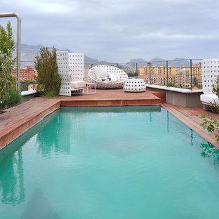 Imagen de piscina urbana, rectangular, en azotea, con entablado
