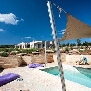 Idee per una piscina monocorsia mediterranea rettangolare dietro casa con pavimentazioni in mattoni