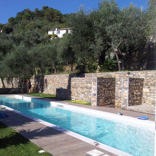 Ejemplo de casa de la piscina y piscina infinita, mediterránea, grande, rectangular, en patio delantero, con adoquines de piedra natural