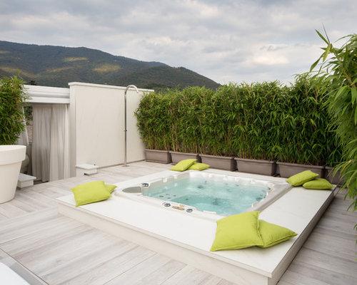 Foto e idee per piscine piscina con una vasca idromassaggio for Sedie per piscina