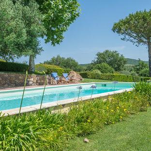 Foto di una grande piscina country rettangolare con pavimentazioni in pietra naturale