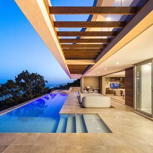 """Ispirazione per una piscina minimal a """"L"""" con una dépendance a bordo piscina"""