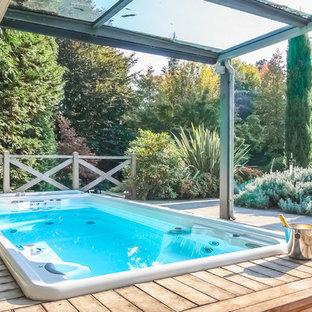 Esempio di una piscina fuori terra contemporanea rettangolare in cortile e di medie dimensioni con una vasca idromassaggio e pedane
