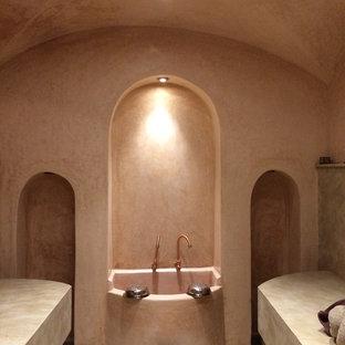 ローマのアジアンスタイルのおしゃれな屋内プールの写真