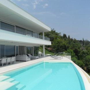 Idee per una piscina a sfioro infinito minimalista personalizzata