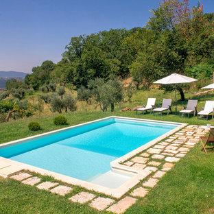 Ejemplo de piscina mediterránea en forma de L