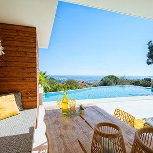 Idées déco pour des abris de piscine et pool houses arrière contemporains de taille moyenne et sur mesure avec du béton estampé.