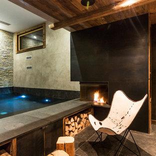 Imagen de piscina rústica, de tamaño medio, rectangular y interior, con suelo de baldosas