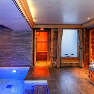 Inspiration for a rustic indoor pool remodel in Grenoble