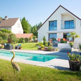 Cette photo montre une grand piscine arrière nature rectangle.