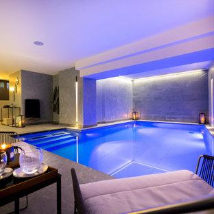 Idées déco pour une piscine intérieure contemporaine rectangle.