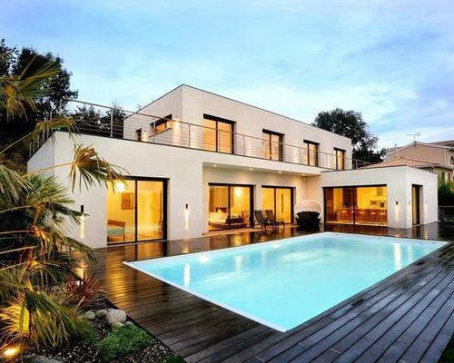Piscine moderne avec un abri de piscine ou pool house for Piscine moderne photos