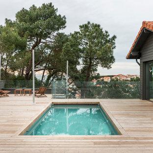 Idées déco pour une piscine contemporaine de taille moyenne et rectangle.