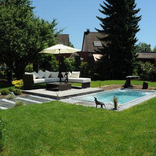 Immagine di una piscina monocorsia design rettangolare con pedane
