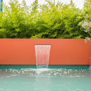 Idee per una piccola piscina tropicale rettangolare dietro casa con pedane
