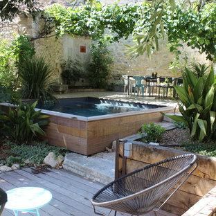 Foto di una piscina monocorsia mediterranea rettangolare dietro casa con pedane