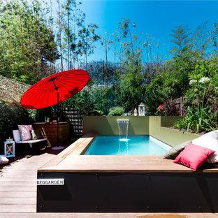 Idée de décoration pour une petit piscine sur une terrasse en bois design rectangle avec un point d'eau.