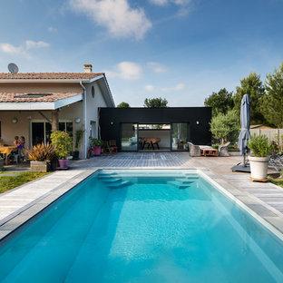 Idée de décoration pour une piscine arrière design rectangle.