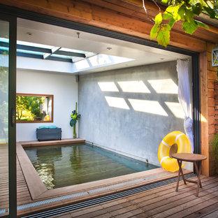 Cette photo montre une piscine tendance rectangle et de taille moyenne.