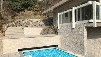 Habillage mural extérieur autour d'une piscine et sur le sous bassement