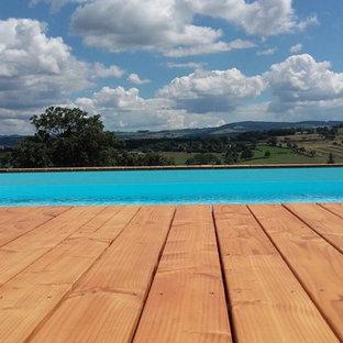 Foto di una grande piscina fuori terra classica rettangolare davanti casa con pedane