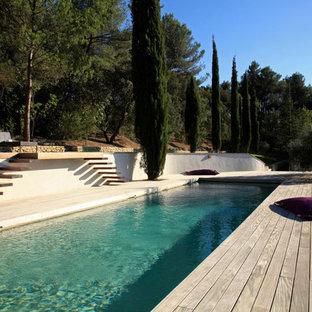 Esempio di una grande piscina monocorsia contemporanea rettangolare con pedane