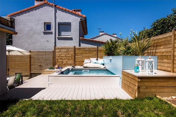 une petite piscine dans un petit jardin urbain en. Black Bedroom Furniture Sets. Home Design Ideas