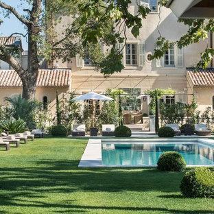 Idee per una grande piscina shabby-chic style rettangolare