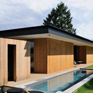 Inspiration pour une grand piscine arrière design rectangle.