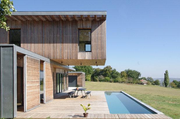 Contemporary Pool by François Primault architecte