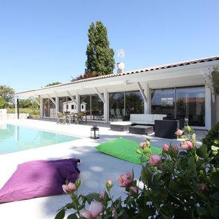 Idées déco pour une grand piscine latérale contemporaine rectangle.