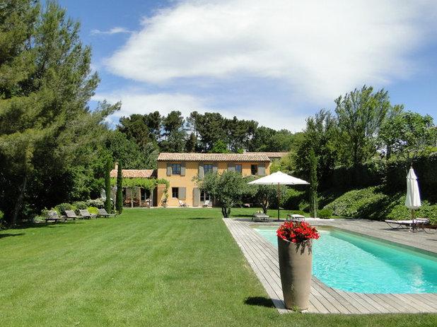 Visite priv e les secrets d un mas proven al for Vive le jardin salon de provence horaires