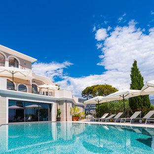 Exemple d'une grande piscine méditerranéenne sur mesure.